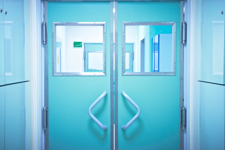 Photo pour Closed doors in the operating room - image libre de droit