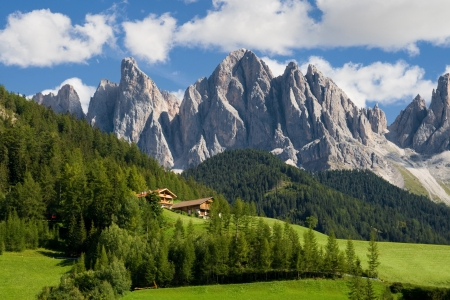 Photo pour Peaks of the Odle group in the South Tirol, Italy  - image libre de droit