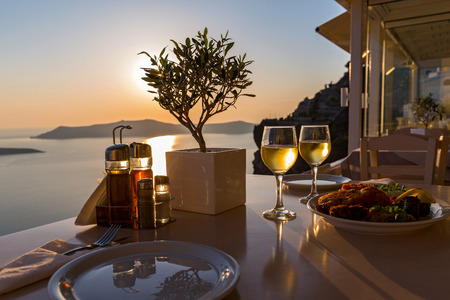 Photo pour Romantic dinner for two on the island Santorini, Greece. Views of the sea and the volcano - image libre de droit