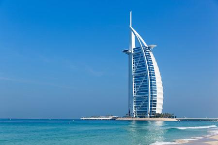 Photo pour Hotel Burj al Arab Jumeirah in Dubai, United Arab Emirates - image libre de droit