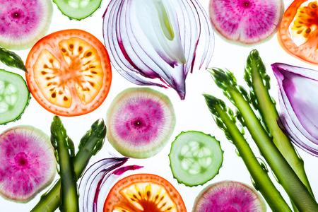 Photo pour Thin slices of fresh vegetables on a white background - image libre de droit