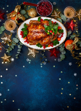 Photo pour Concept of Christmas or New Year dinner with roasted chicken and various vegetables dishes. Top view. - image libre de droit