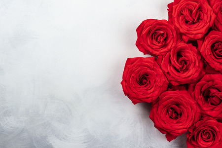 Foto de red roses on the vintage white-grey background. Festive concept for Valentines day. Top view with copy space. - Imagen libre de derechos