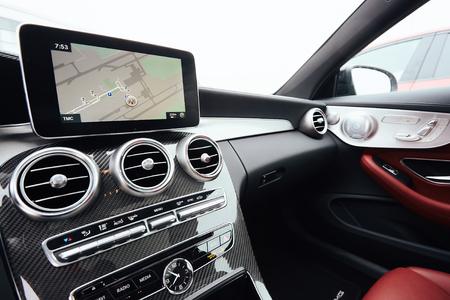 Foto de View from inside a car on a part of dashboard with a navigation unit - Imagen libre de derechos