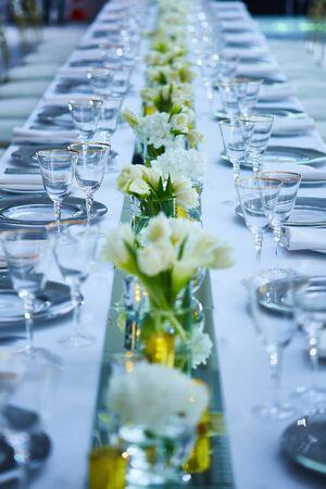 Photo pour Fancy wedding reception area ready for guests and the party - image libre de droit