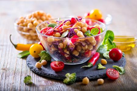 Photo pour Healthy homemade fresh chickpea and veggies salad, diet, vegetarian, vegan food, vitamin snack - image libre de droit