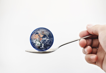 Photo pour Blue planet earth on spoon, isolated on white background. - image libre de droit
