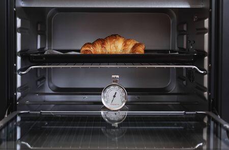 Photo pour Fresh baked Croissant in oven - image libre de droit