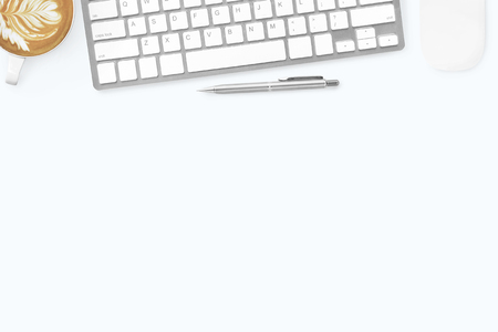 Photo pour White minimal office desk table with computer keyboard, mouse, latte coffee and pen. Top view with copy space, flat lay. - image libre de droit
