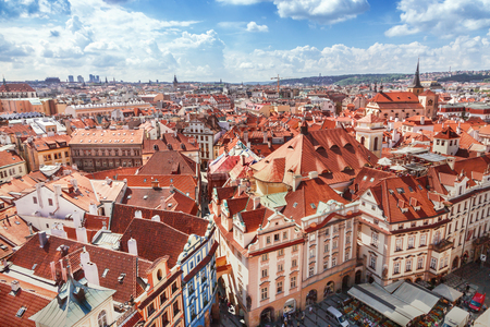 Photo pour Red roofs in Prague - image libre de droit