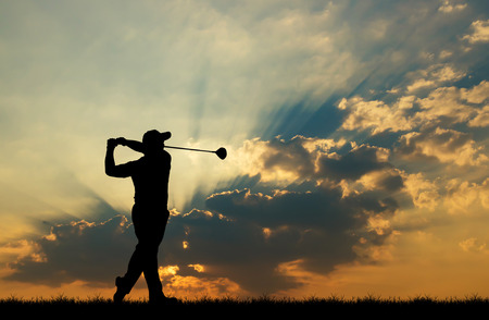 Foto de silhouette golfer playing golf during beautiful sunset - Imagen libre de derechos