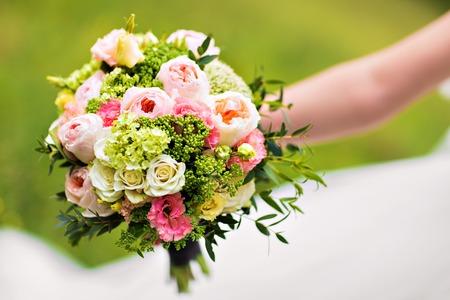 Foto de wedding bouquet, bridal bouquet, beautiful bouquet of different colors - Imagen libre de derechos