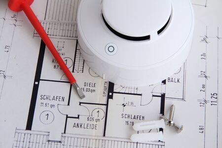 Foto de A smoke detector is on a floor plan - Imagen libre de derechos