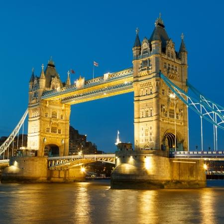 Photo pour Tower Bridge at night - image libre de droit