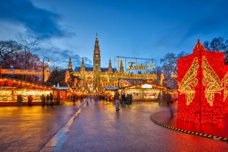 Photo pour Traditional christmas market in Vienna, Austria - image libre de droit