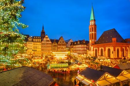Photo pour Traditional christmas market in Frankfurt, Germany - image libre de droit