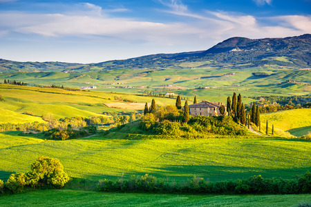 Photo pour Beautiful Tuscany landscape at sunset, Italy - image libre de droit