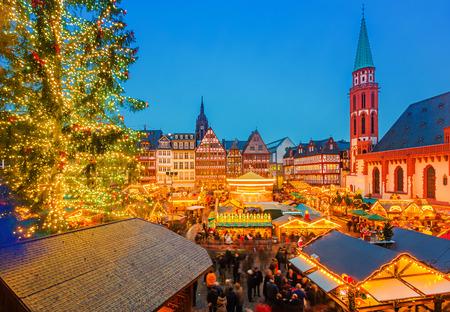 Photo pour Christmas market in Frankfurt - image libre de droit