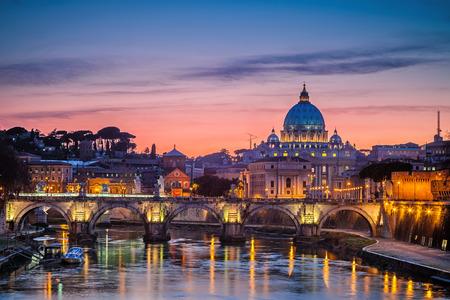 Foto für Night view at St. Peter's cathedral in Rome, Italy - Lizenzfreies Bild