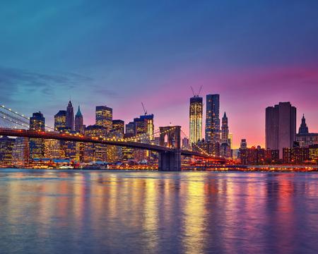 Photo pour Manhattan at dusk, New York City - image libre de droit