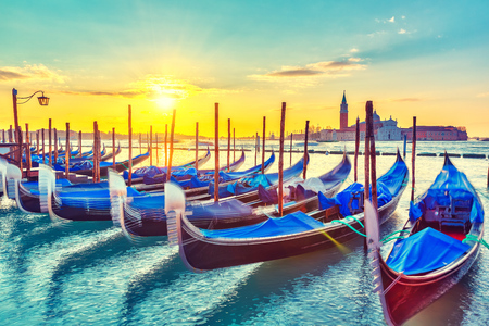Photo pour Gondolas in Venice at sunrise - image libre de droit