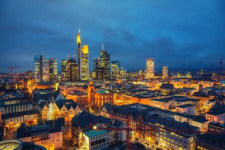 Photo pour Frankfurt am Main at dusk, Germany - image libre de droit