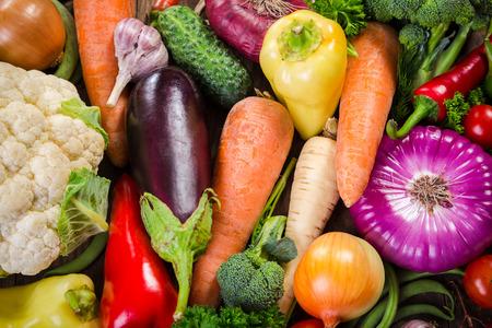 Photo pour Assortment of colorful vegetables, summer food background - image libre de droit