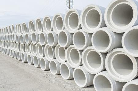 Photo pour Concrete drainage pipes for industrial building construction. - image libre de droit