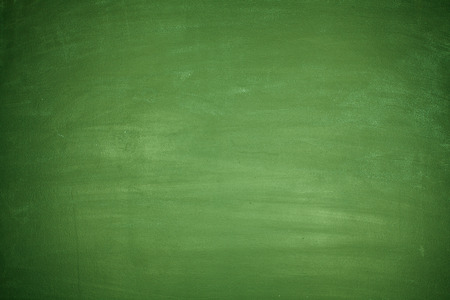 Photo pour Totally blank green blackboard with nothing on board - image libre de droit