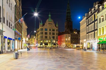 Foto de Scenic night view of the Old Town in Copenhagen, Denmark - Imagen libre de derechos