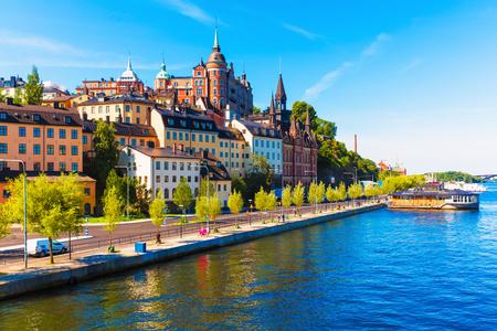 Foto de Scenic summer view of the Old Town pier architecture in Sodermalm district of Stockholm, Sweden - Imagen libre de derechos
