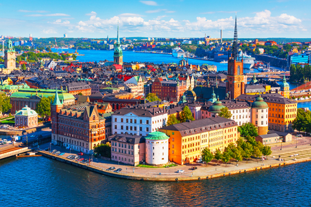 Foto de Scenic summer aerial panorama of the Old Town (Gamla Stan) pier architecture in Stockholm, Sweden - Imagen libre de derechos