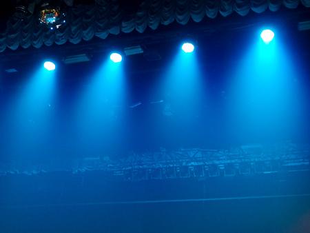 Photo pour Blue light on the stage at a concert as a background. - image libre de droit