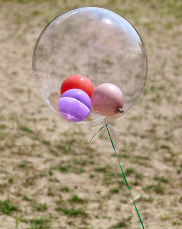 Photo pour Colored balls inside transparent as background. - image libre de droit