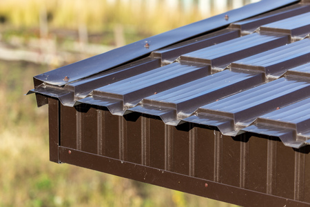 Photo pour Metal roof in the house as an abstract background. - image libre de droit