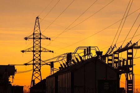 Photo pour Silhouette of electrical substation at sunset. - image libre de droit