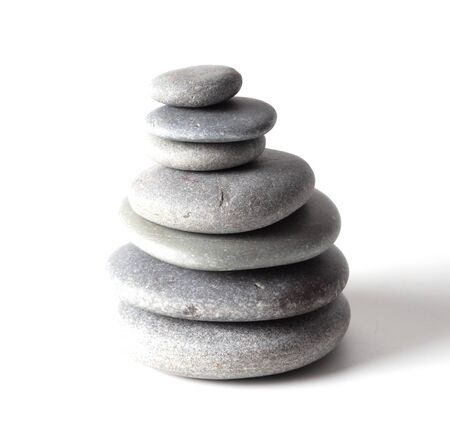 Photo pour Pyramid of sea stones on a white background. - image libre de droit