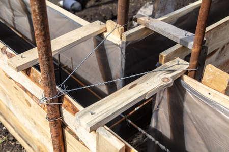 Photo pour Pouring concrete into the foundation at a home construction site. - image libre de droit