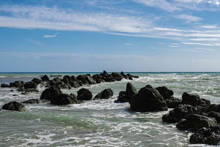 Photo pour Coast of Sicily Italy with large rocks and big waves - image libre de droit