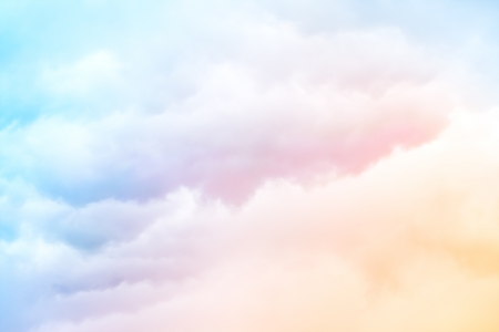 Foto de A soft cloud background with a pastel colored orange to blue gradient  - Imagen libre de derechos