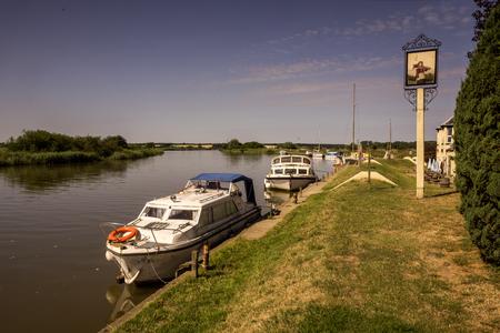 Schiffe auf dem Fluss Bure, Norfolk Broads, the Broads, England, Gro britannien