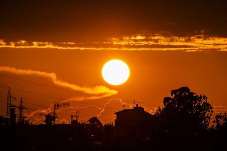 Photo pour Amazing Red bloody sunset through the clouds. - image libre de droit
