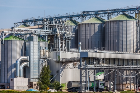 Silos for drying, cleaning and storage of grain