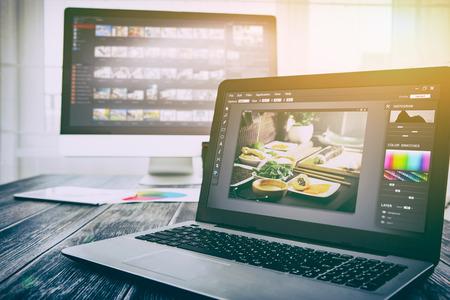 Photo pour photographer camera editor monitor design laptop photo screen photography - stock image - image libre de droit