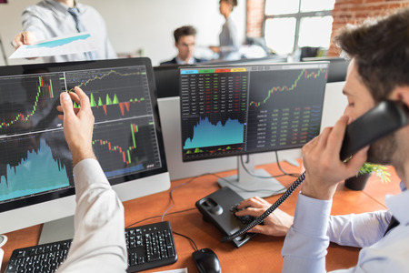 Photo pour Business team investment trading do this deal on a stock exchange. People working in the office. - image libre de droit