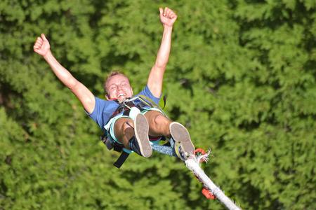 Foto de Bungee jumps, extreme and fun sport. - Imagen libre de derechos