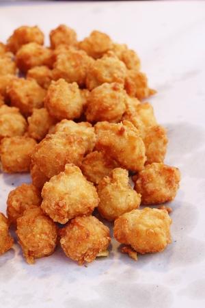 Photo pour Fried chicken nuggets delicious at street food - image libre de droit