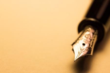 Photo pour fountain pen on paper, macro - image libre de droit