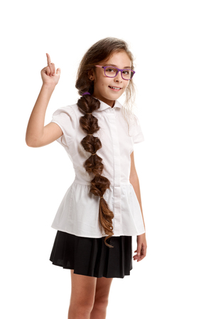 Foto de Schoolgirl showing direction - Imagen libre de derechos