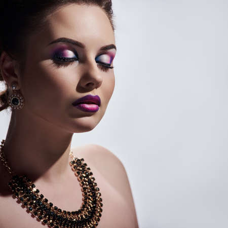 Photo pour Portrait of young attractive glamour woman wearing luxury necklace and earrings - image libre de droit